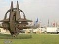 НАТО требует отвода российских войск на позиции